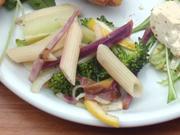 有機ブロッコリーとペンネと有機むらさき芋のさわやかレモンマリネ