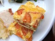 ひよこ豆と有機根菜のプレーンオムレツケチャップソース添え<br />