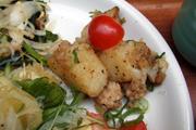 揚げ有機新ジャガ芋と鶏ひき肉のブラックペッパー炒め