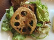 揚げ有機蓮根と有機水菜のパリパリサラダ