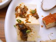 島田さん豆腐の生姜・高菜ソースがけ