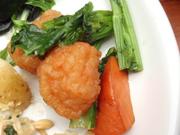 ぷりぷりエビ団子とかき菜の中華あん仕立て