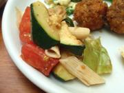 揚げ有機ズッキーニと有機トマトのバルサミコマリネ