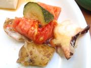タコと有機ジャガ芋と有機トマトのチーズ焼き
