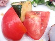 有機揚げズッキーニと有機トマトのハーブマリネ