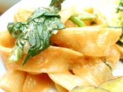 ズワイガニと有機ほうれん草のトマトクリームフェトチーネ