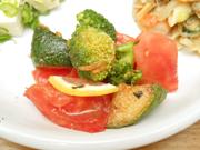 有機トマトとブロッコリーのバジルマリネ