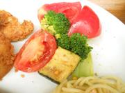 有機ブロッコリーと有機トマトのバルサミコ和え