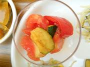 有機完熟トマトと有機ズッキーニのマリネ