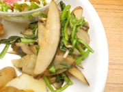 有機青菜と有機牛蒡の辛子醤油和え