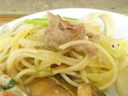 蒸し豚と有機キャベツのペペロンチーノ