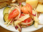 揚げズッキーニと有機トマトと有機紫玉ネギのガーリックマリネ